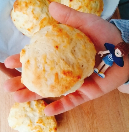 scones_feb17_griechisches-joghurt_hand